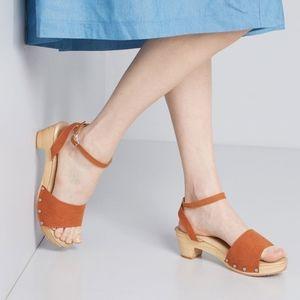 ModCloth Saunter Along Brown Sandal Clog Size 9